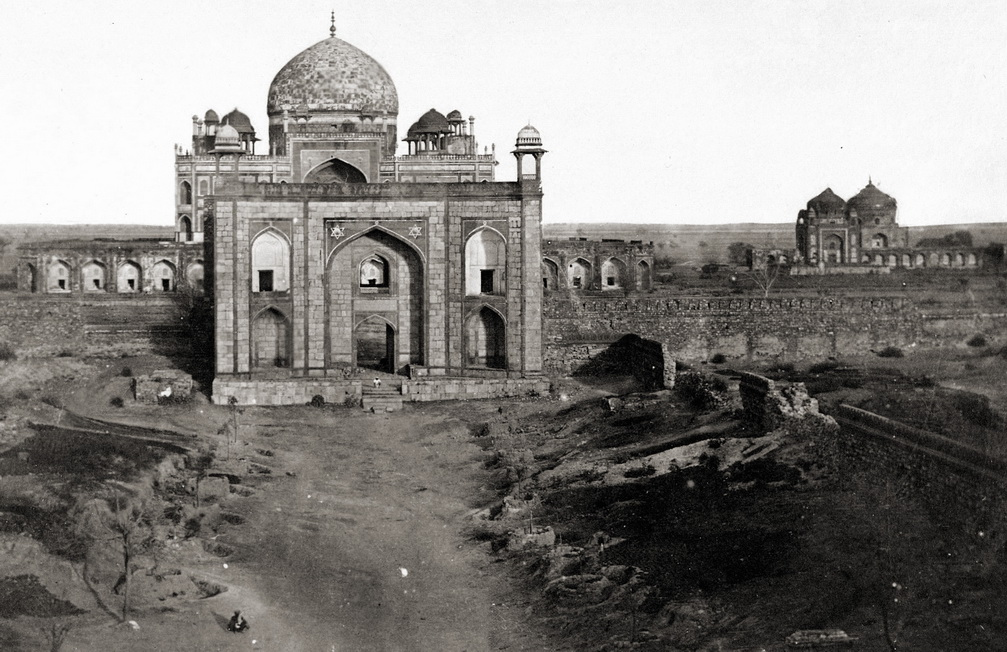 Humayun's_Tomb and gateway,_Delhi 1858.jpg