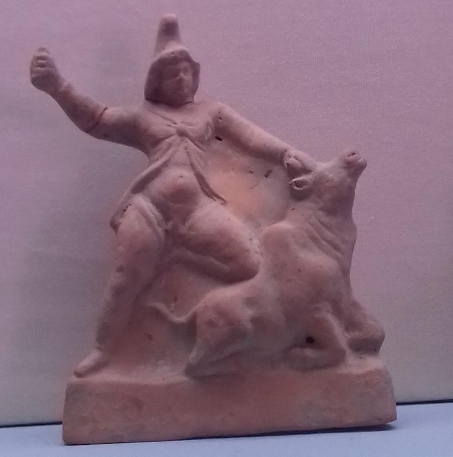 Митра-Аттис убивает быка. Найдено в Керчи. Одесский археологический музей.jpg
