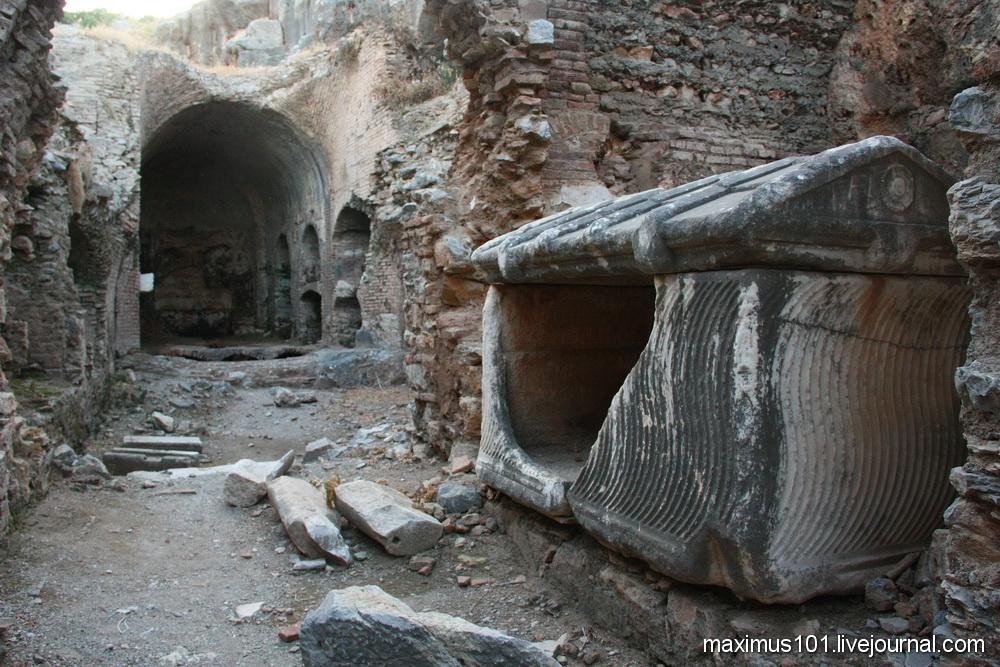 Эфес и поиски живых мертвецов