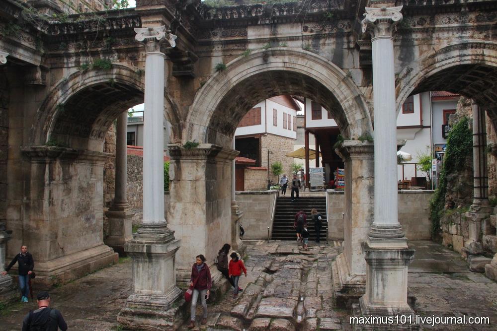 Крепостные стены Антальи и история города