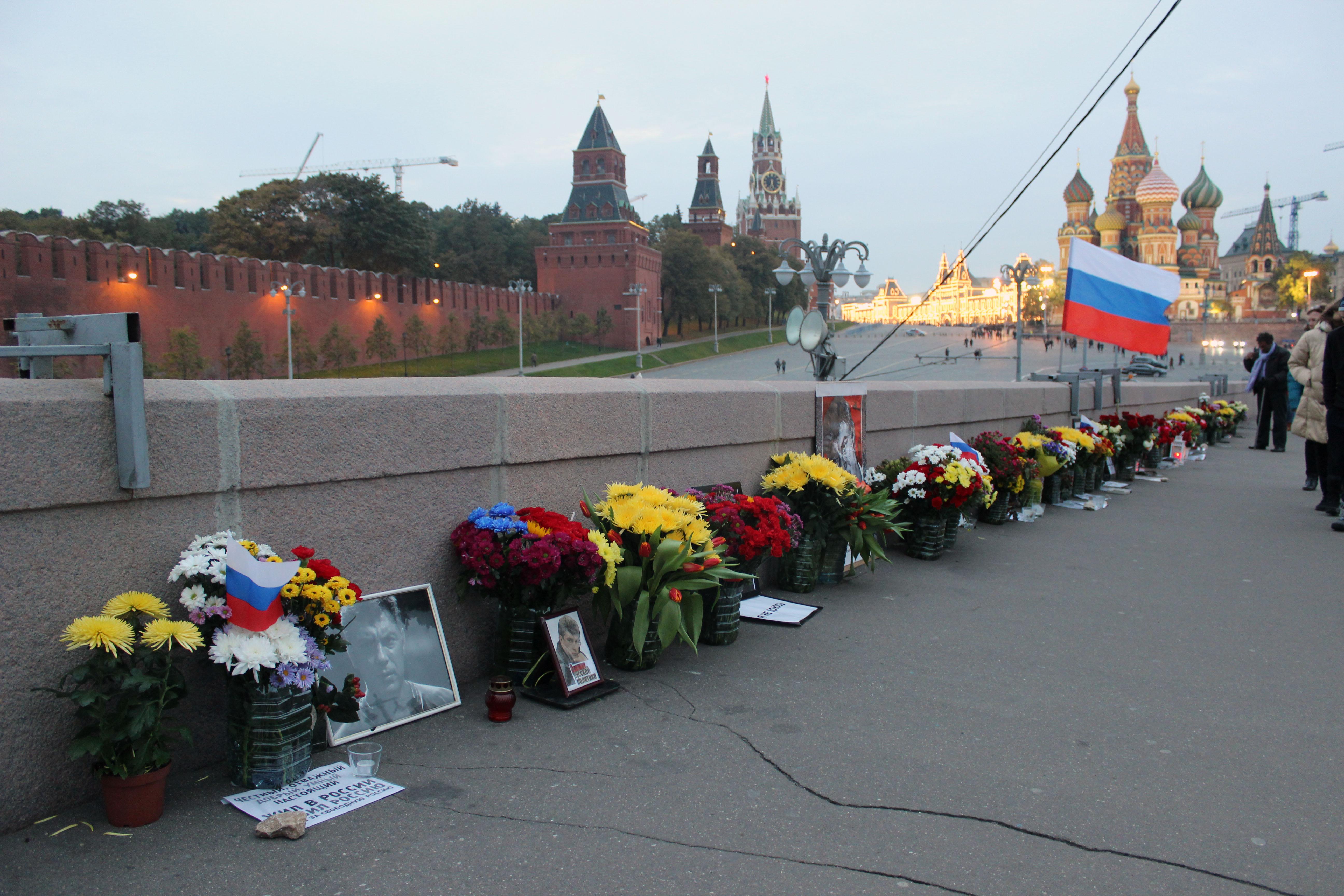 Власти Москвы третий раз ликвидировали народный мемориал Немцова - Цензор.НЕТ 4321