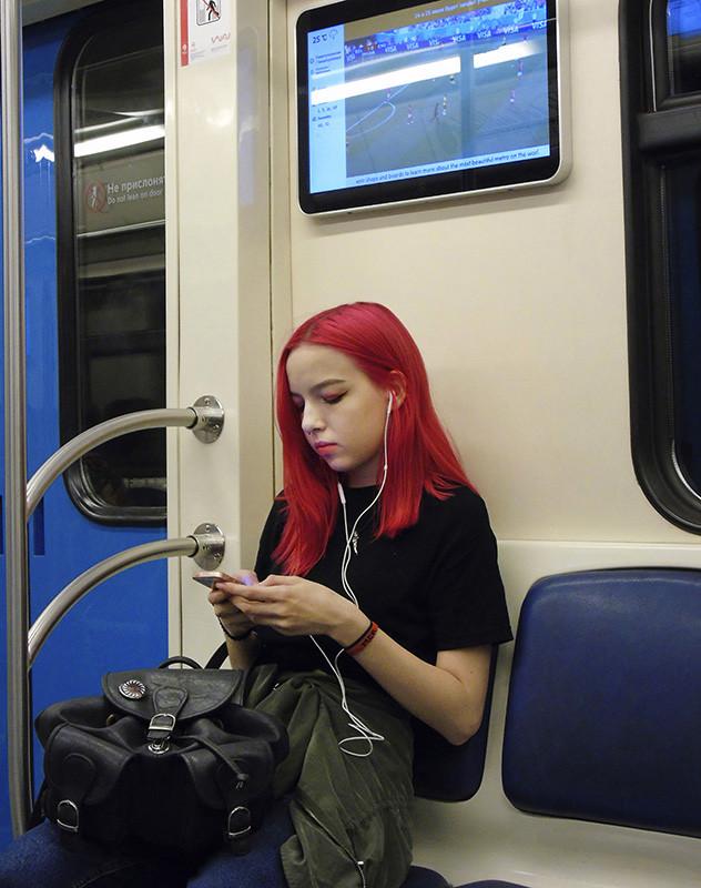 red_hat_zatemn9_contrast23_osvet_osvet8_aB