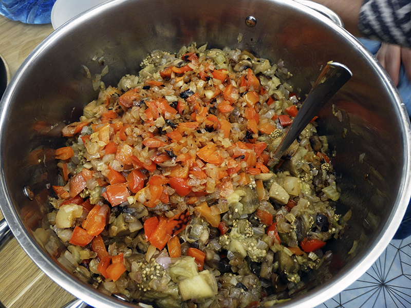 vegetables_ready1_castrul1_autocolour_aB