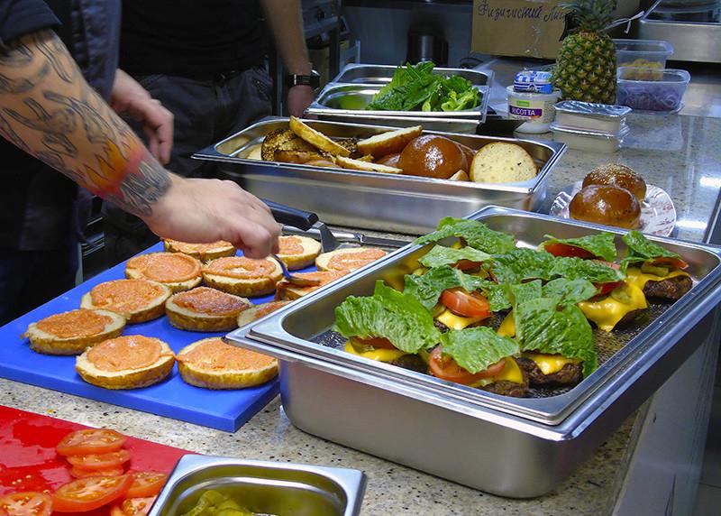 1burgers9_pomidors2_salat2_tops1G+_aB