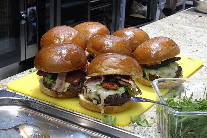 3Burgers8_burgers1B++_aB
