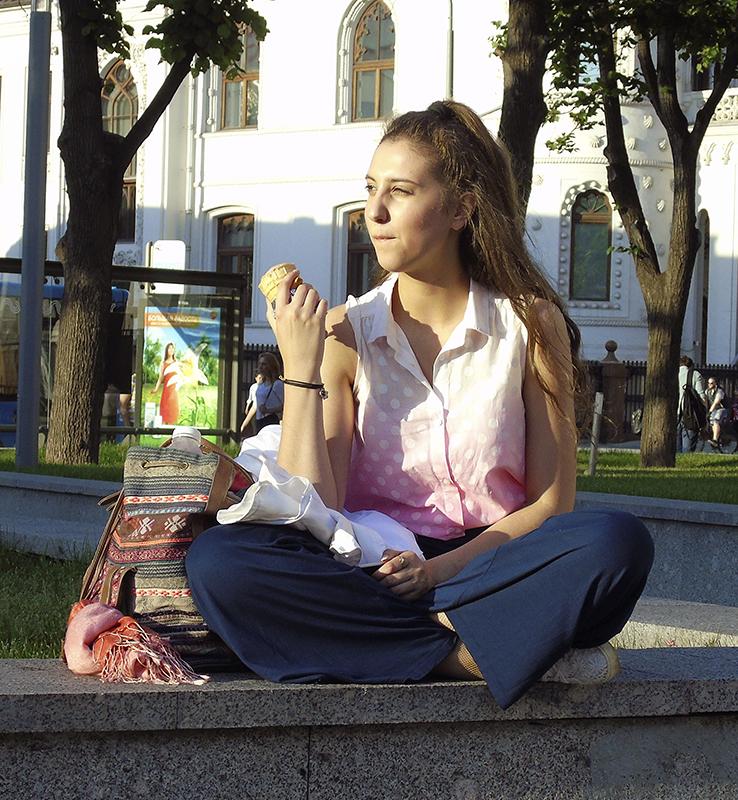 ice-cream_girl1F+_vlevo1_contrast22_autocolour_1aB