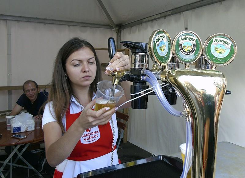 Ayinger_beer1_girl1C+_aB