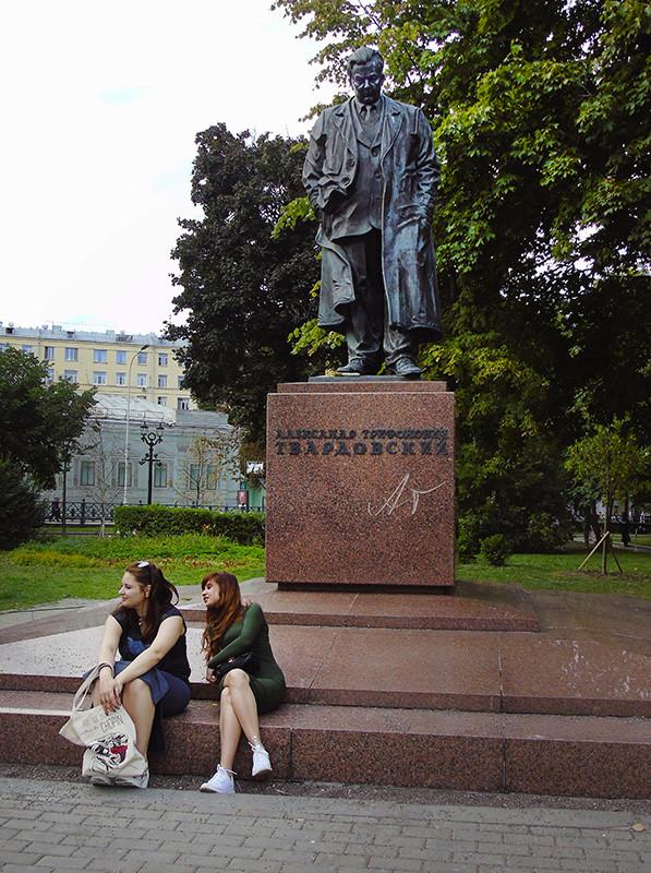 girls_pod_Tvardovskim1A_osvet_aB