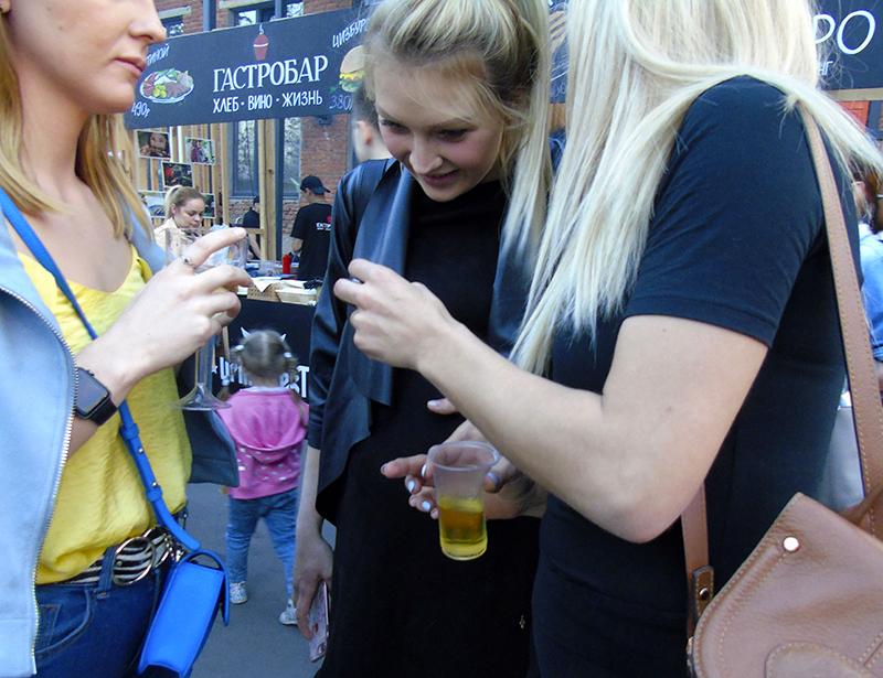 drinking_girls1_aB