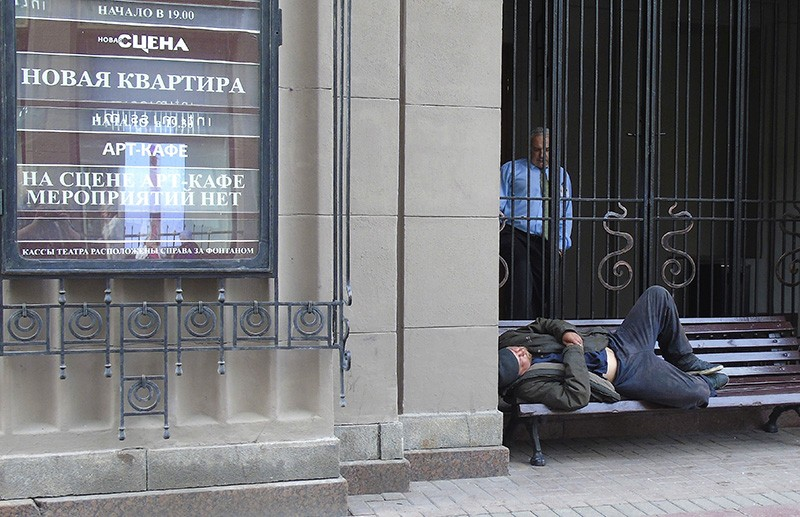 bomzh_u_teatra1C+_1aB