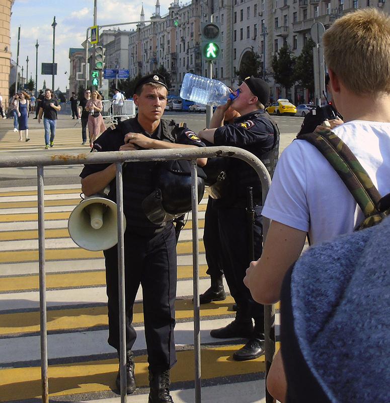 Police2_svetofor1B+_2_autocolour_aB