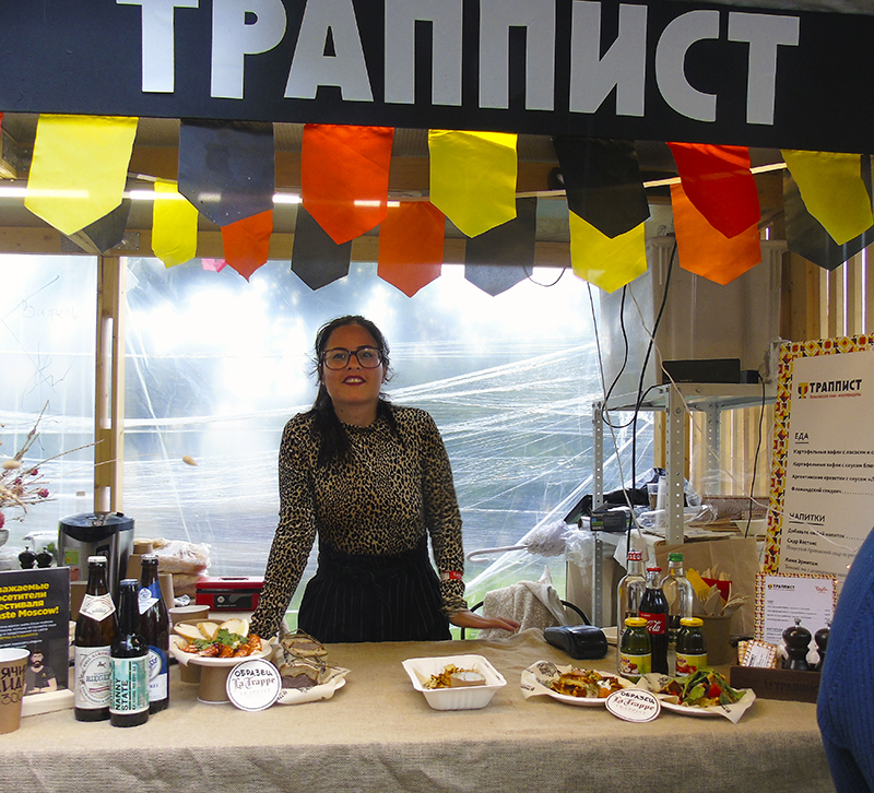 Фестиваль Taste of Moscow в Лужниках, окончание Trappist_pivo1_lady1A_aB
