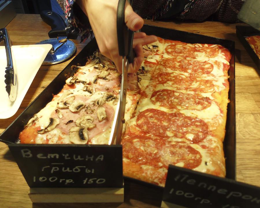 22RestVed_pizza1_nozhnits1_aC
