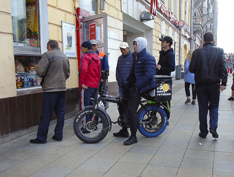 velosiped_fast_food_courier1A+_1_osvet_aB