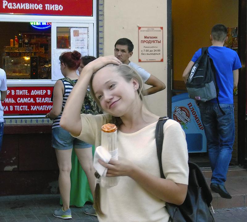 laughing_girl_in_white1_rezko_aB