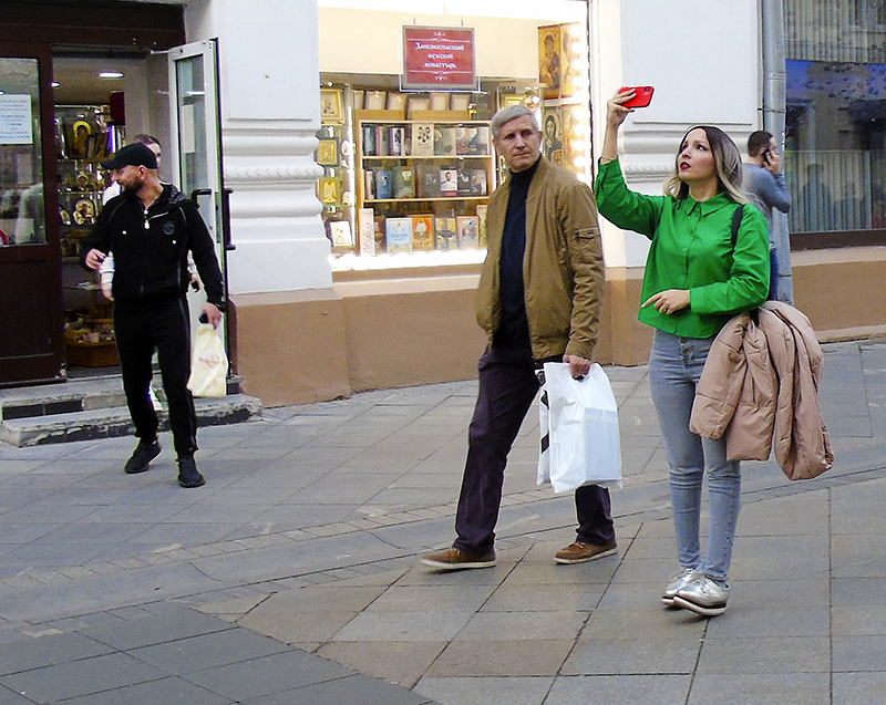 Nikolskaya3_selfi_green1+_osv_1aB