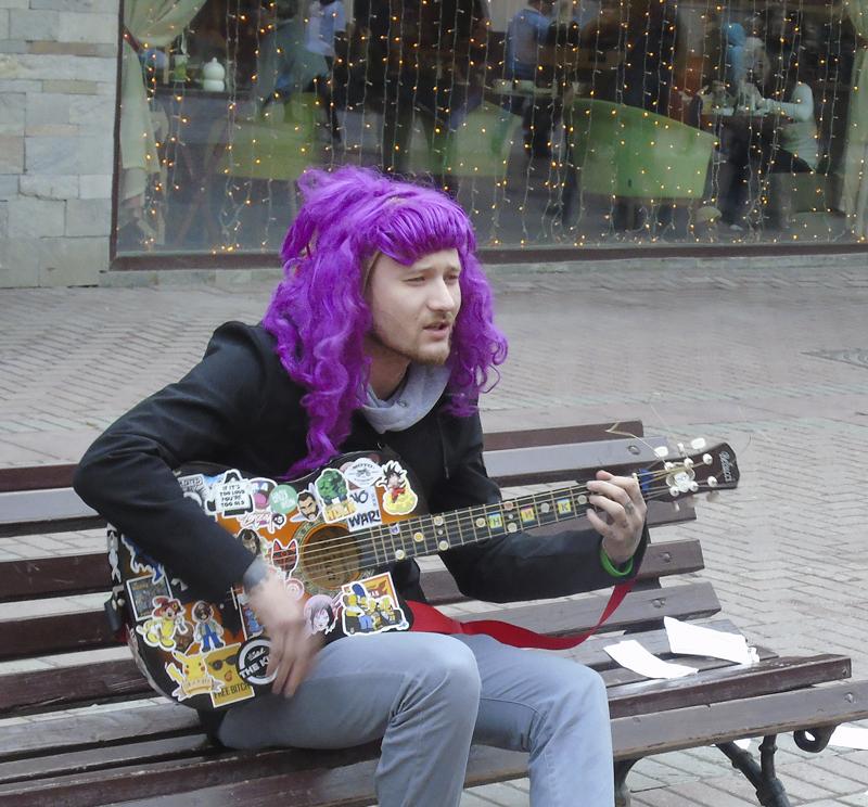 lilovy_gitarist1B_1aB