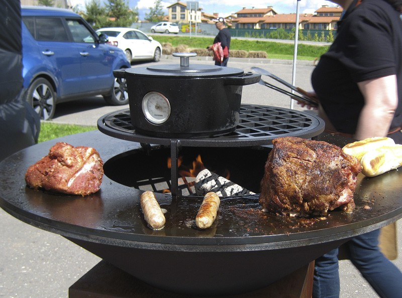 grill5_round_Ophyr4_meat_kusok2_sosiski1A_1_zatemn30_aB
