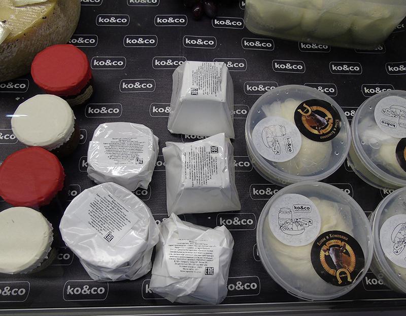 cheese1_Ko&co1_koziy_plesen2_prilavok1_zatemn12_contrast20_aB