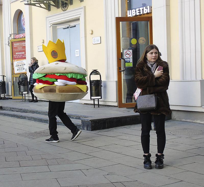 burger_man1A+_1_zatemn11_contrast22_osvet_rezk_autocolour_aB