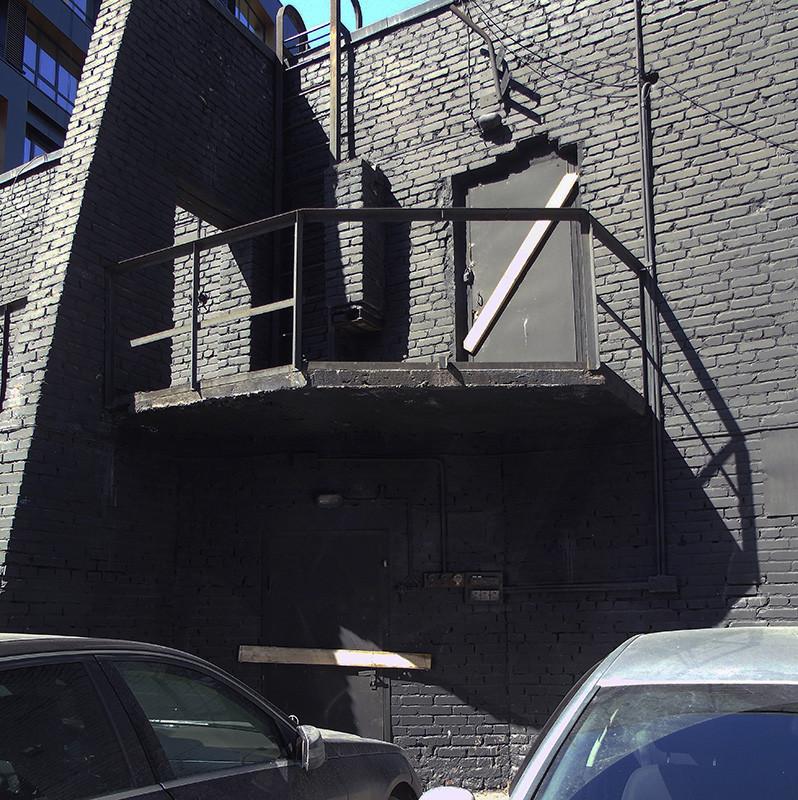 black_building2_1_zatemn90_contrast21_osvet_niz_autocolour_osvet_aB