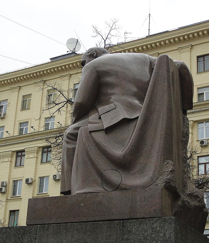 Lenin2_benzobak1A+_osvet14_aB