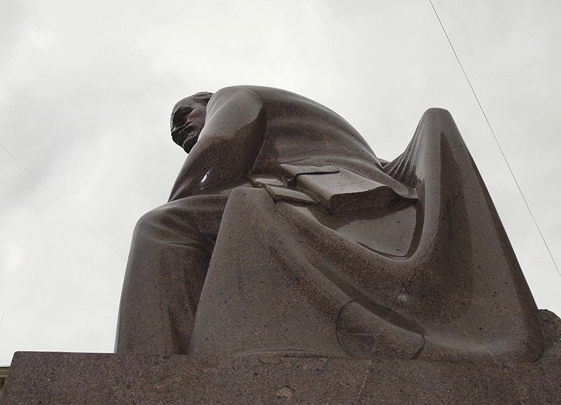 Lenin2_benzobak2B+zatemn35_contrast20_osvet_1aB