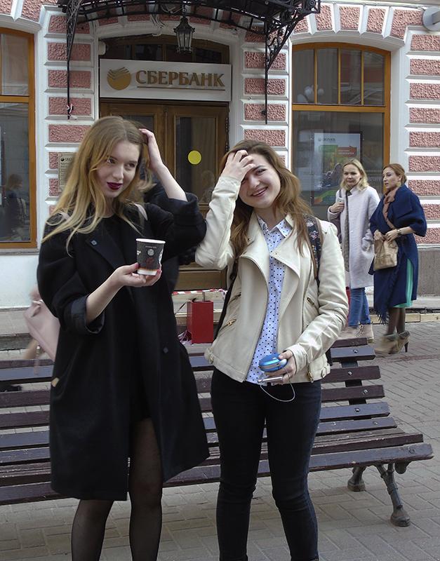2girls_so_stakanchikami1B_zatemn40_contrast22_osvet_autocolour_aB