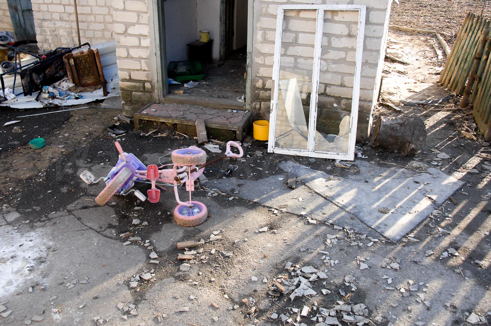 144485_original Что осталось от Песок Донецкого района (фоторепортаж)