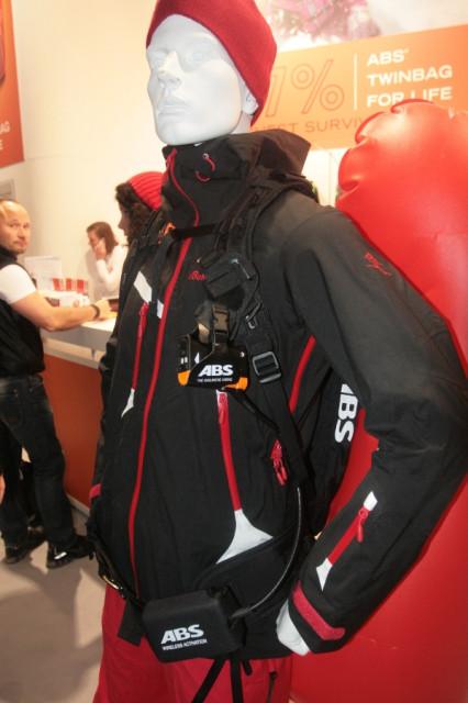 Посетителям: Поясные сумки; лавинный рюкзак.  Толстовки.