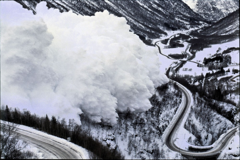 avalanche_on_Hwy15_Nape_norway