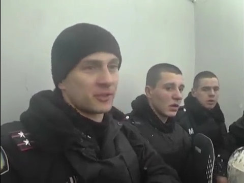 2014.01.25 Беркут после штурма Винницкой обладминистрации, а также сам штурм - YouTube.mp4_000011960
