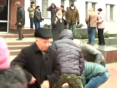 2014.02.19 Стрельба с СБУ в Хмельницком.mp4_000063800_1