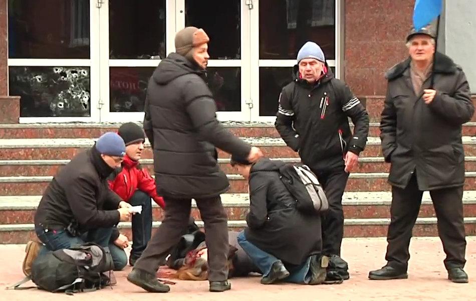2014.02.19 Стрельба с СБУ в Хмельницком.mp4_000162360_1