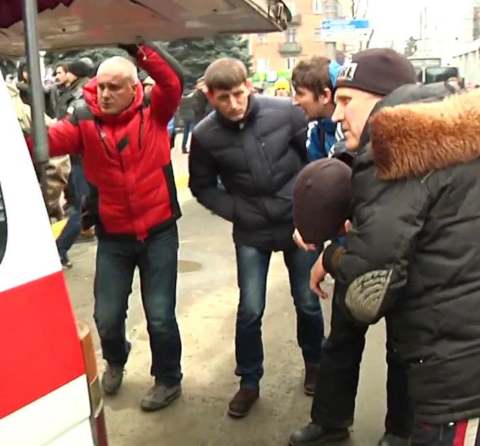 2014.02.19 Стрельба с СБУ в Хмельницком.mp4_000388480_1