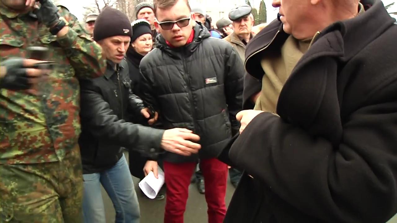 2014.02.19 Стрельба с СБУ в Хмельницком.mp4_000278200
