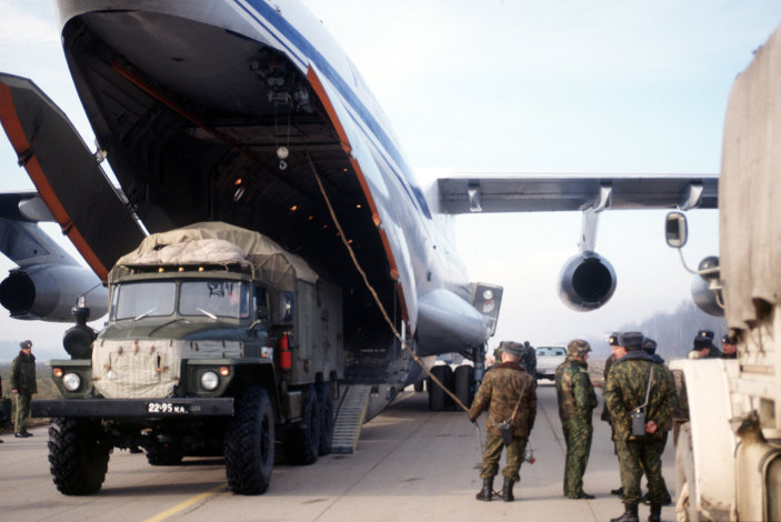 Truck_offload_from_an_IL-76_1