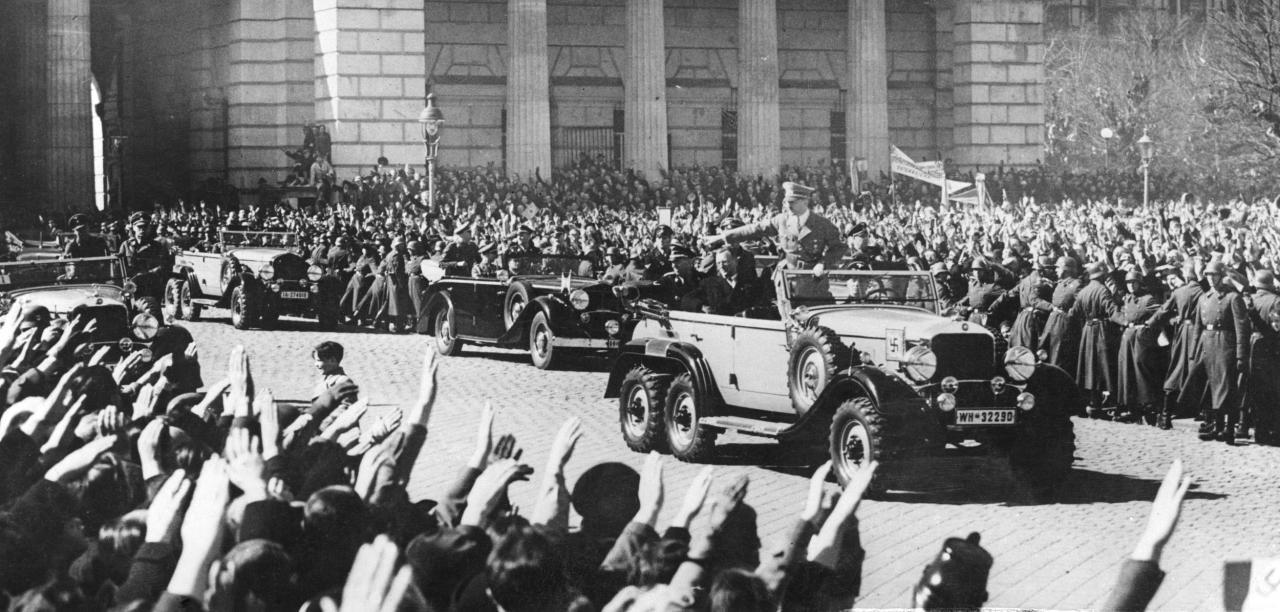 Adolf-Hitler-In-Vienna