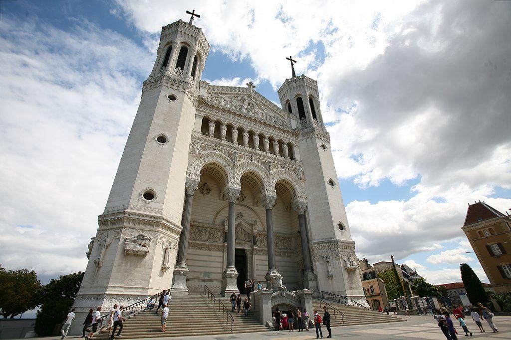 1024px-Lyon-Basilique-de-Fourvières