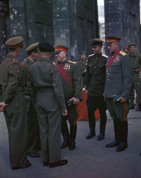 Георгий Жуков, Константин Рокоссовский, Бернард Монтгомери (спиной). Берлин, 1945 год.jpg