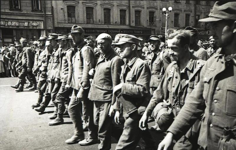 75 лет назад. Парад побеждённых
