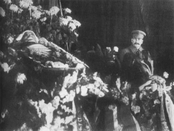stalin-kirov-u_groba