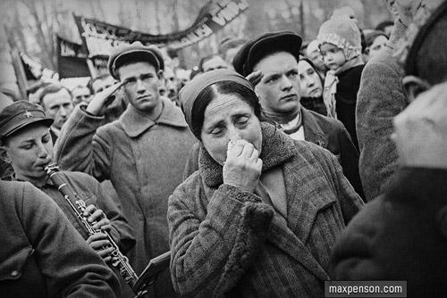 Траурный митинг (убийство Кирова 1 декабря 1934 года). Ташкент. 1934 г. Фото Макса Пенсона.