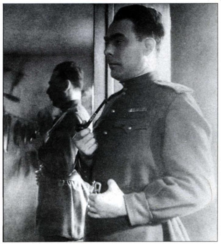 К годовщине. Селфи Леонида Ильича Брежнева: автопортрет с трубкой