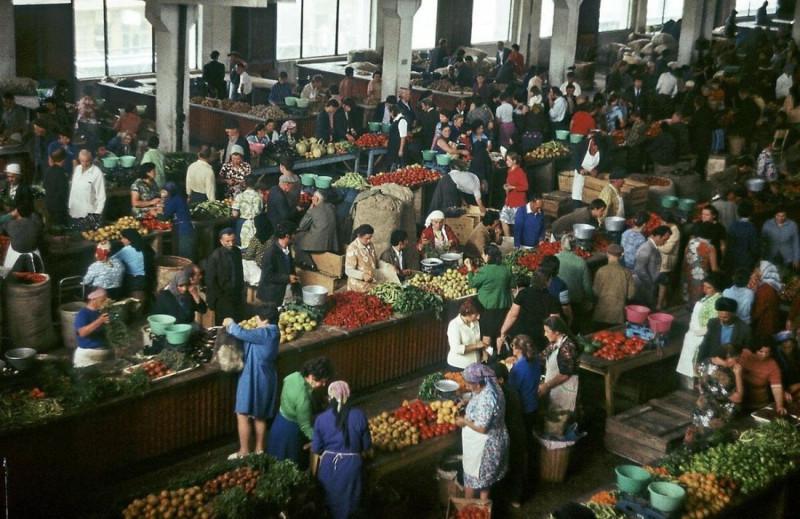 Коротко. В СССР был выбор между рыночными и нерыночными ценами, а теперь нет