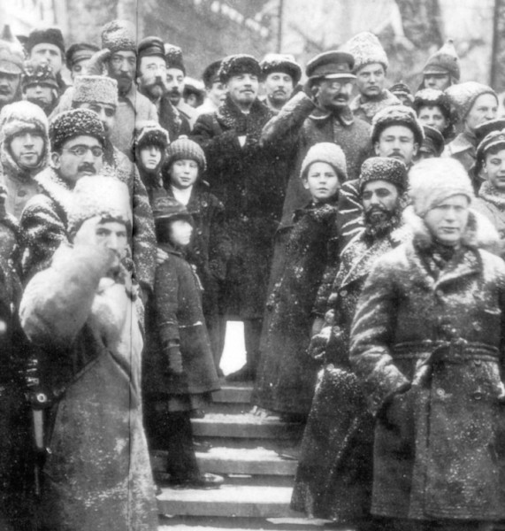 04trockii_Soviet_leaders_Red_Square_Moscow_1919