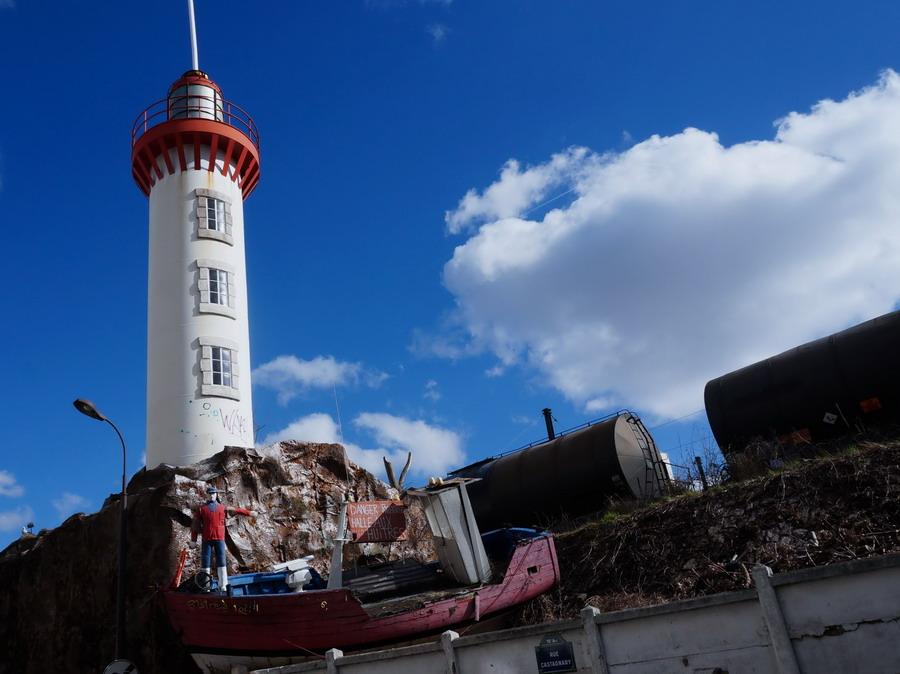 маяк на улице Castagnary 1 izm