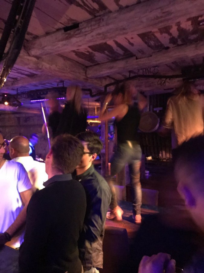 Смотреть видео парень прёт девушку в закутке в клубе фото 549-471