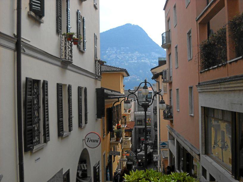 Лугано - крупнейший город италоговорящего кантона Тичино в Швейцарии