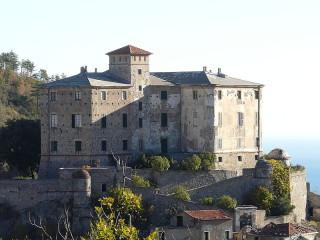 Il castello abbandonato di Balestrino